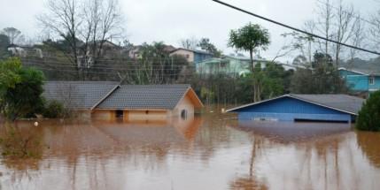 Chuva-causa-estragos-na-cidade-de-Irai-no-Rio-Grande-do-Sul_-Foto_-Fernando-Sucolotti_-AI_-prefeitura-de-Irai06272014_0014-840x420